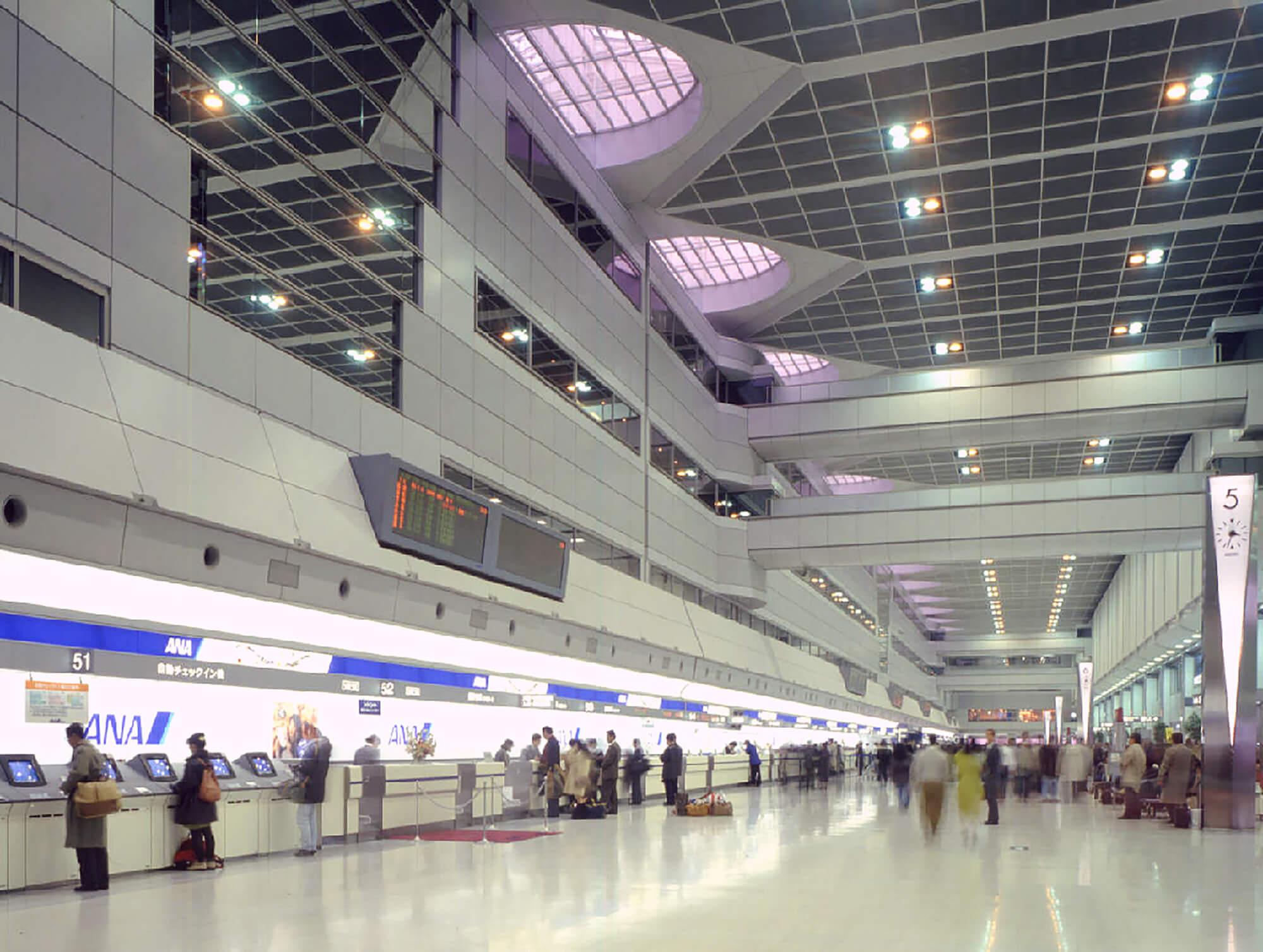 東京国際空港西旅客ターミナルビ...